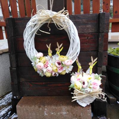 Jarný veniec a ikebana zajkovia