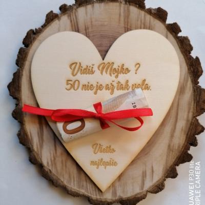 drevené pohľadnice srdce na finančny dar  k narodeninám _