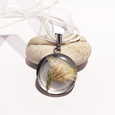 Živicový náhrdelník _ Oceľový medailón s limonkou