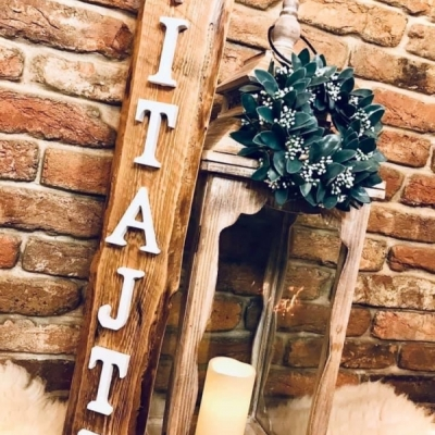 VITAJTE - drevená uvítacia tabuľa