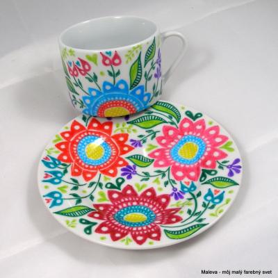 porcelánová šálka Kvetinové ornamenty (červená+ružová+zelená)