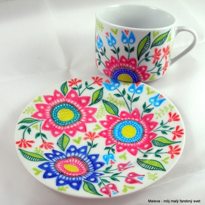 porcelánová šálka Kvetinové ornamenty (ružová+modrá+zelená)