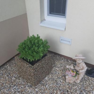 Kamienkový kvetináč
