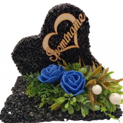 Kamienkové srdce čierne s modrými ružami, nápis Spomíname v srdiečku, 14x9x12 cm