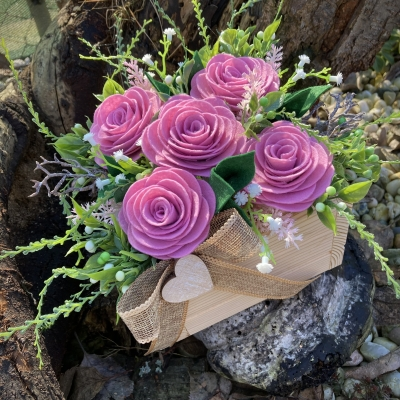 Drevený box s ružičkami
