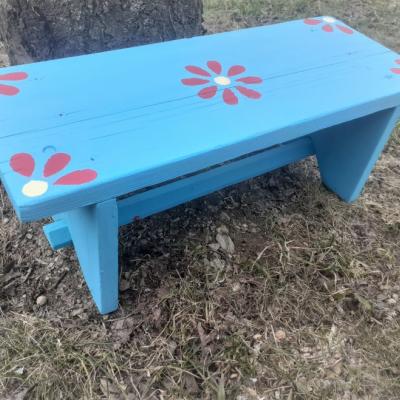 Maľovaný stolček hokerlík