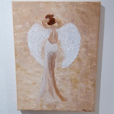 Anjel strážny v jemnej zemitej farbe