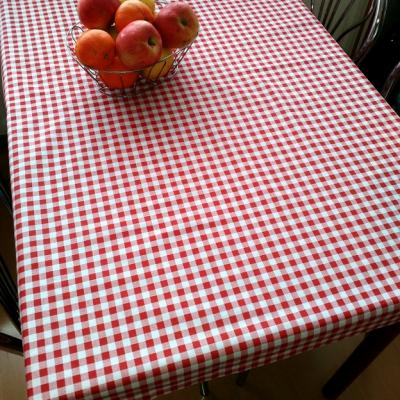 Károvaný obrus na stôl