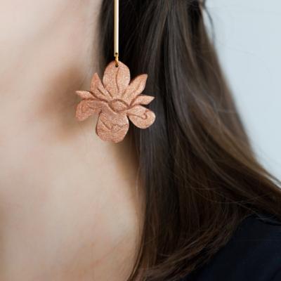 Kvetinové náušnice kosatce hnedé