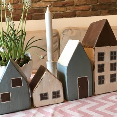 Sada drevených domčekov