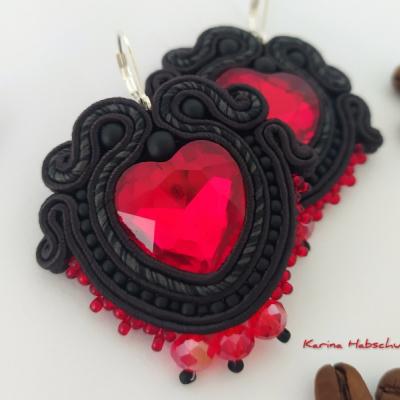 Šujtáš náušnice (srdce - čierno červené)