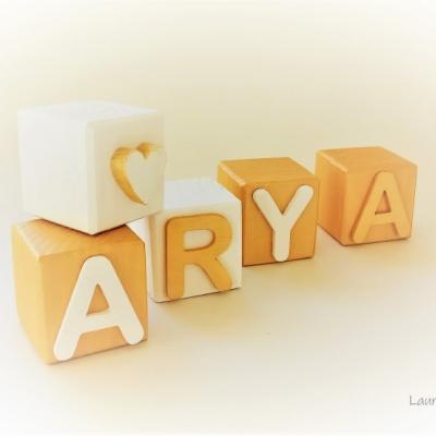 Drevené kocky Arya  Gold & white 2021