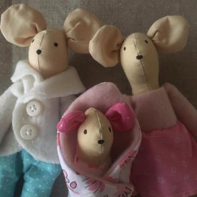 Rodinka myšiek v ružovo mentolkovej