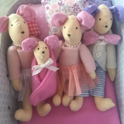 Rodinka myšiek v ružovo fialkovom