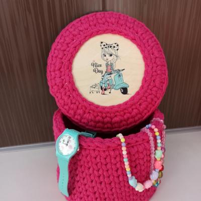 Háčkovaný košík s vrchnakom