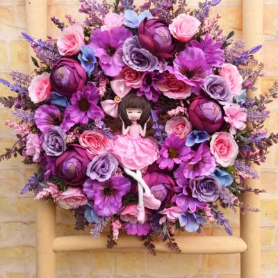 Celoročný veniec fialovo-ružový s dievčatkom 40cm