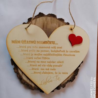 Deň matiek _Drevené srdce so srdiečkom na zavesenie
