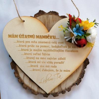 Deň matiek _kvetinove folklórne drevené srdce na zavesenie
