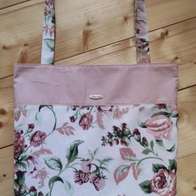 Svieža kvetinová nákupná taška