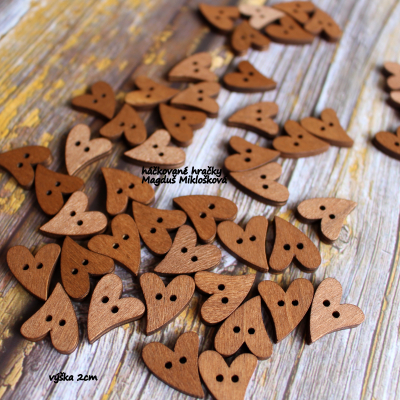 Gombík drevené srdce