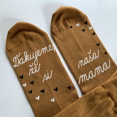 """Maľované ponožky (horčicové) s nápisom: """"Ďakujem že, si naša mama"""""""