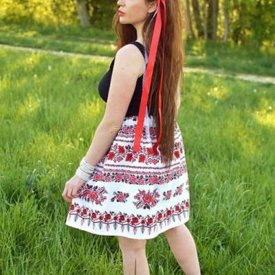 Sukňa s folklórnym vzorom