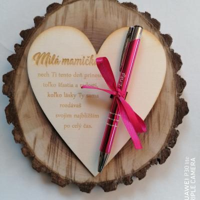 Deň matiek _srdce s gravírovaným perom s menom
