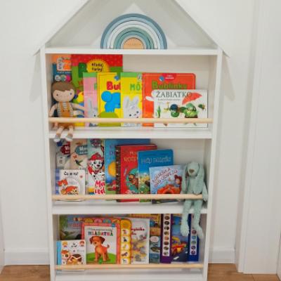Montessori domčeková knižnica biela