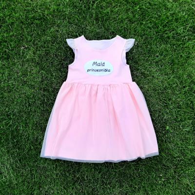 Ružové šaty s tylom a nápisom