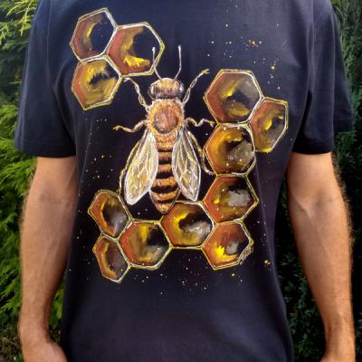 Maľované tričko plásty a včela