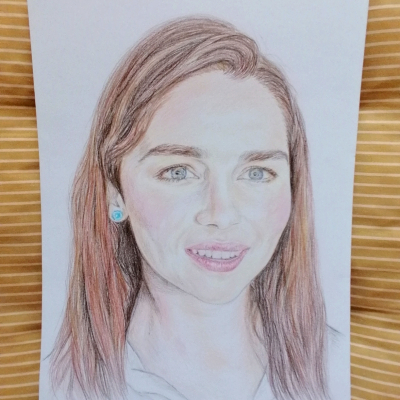 Portrét Emilia Clarke