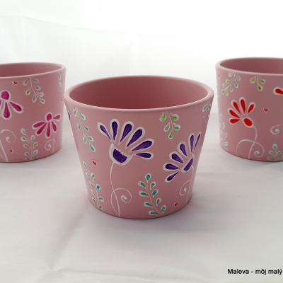 obal na kvetináč Svetloružový s fialovým kvetom