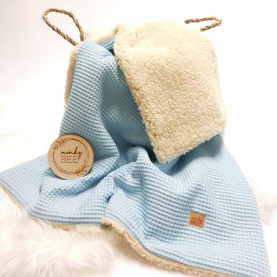 Zimná waffle deka bledomodrá/prírdná sherpa