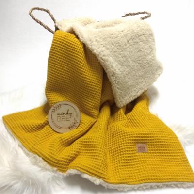 Zimná waffle deka horčicová/prírodná sherpa