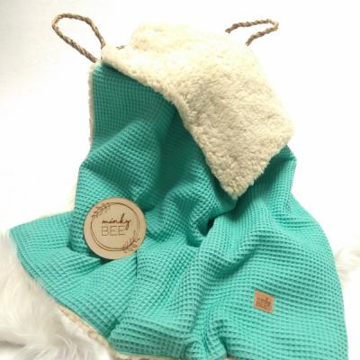 Zimná waffle deka tyrkysovo zelená/prírdná sherpa