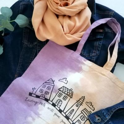 Batikovaná taška s povzbudením