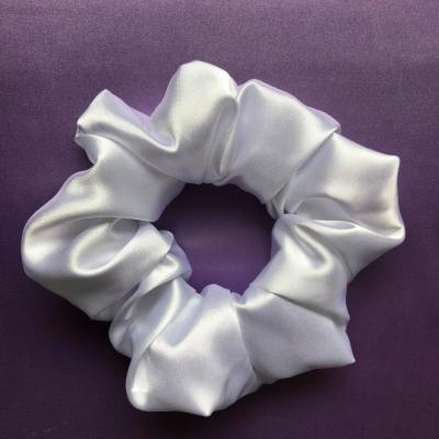 Saténová Gumička Scrunchie perleťovo biela
