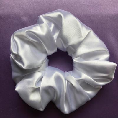 Saténová Gumička Scrunchie Perleťovo biela (XXL)