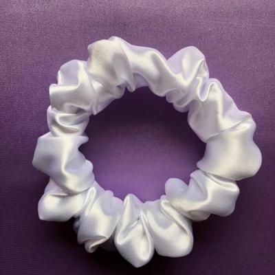 Saténová Gumička Scrunchie Perleťovo biela (Mini)
