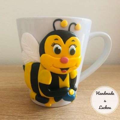 Hrnček včielka