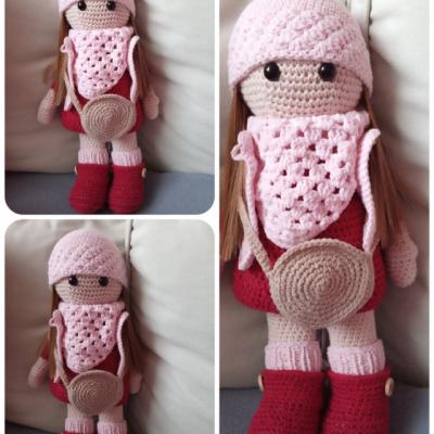 Háčkovaná  bábika červeno- ružová - na objednávku