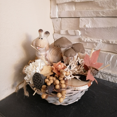 Jesenná prírodna dekorácia so slimakom