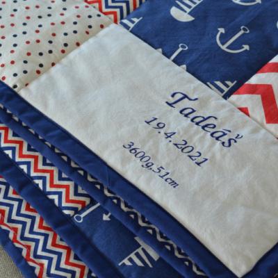 Personalizovaná hracia deka s menom a dátumom narodenia bábätka