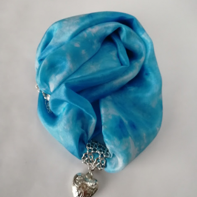 Hodvábny náhrdelník
